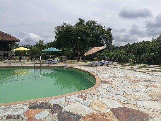 axim-beach-hotel.jpg